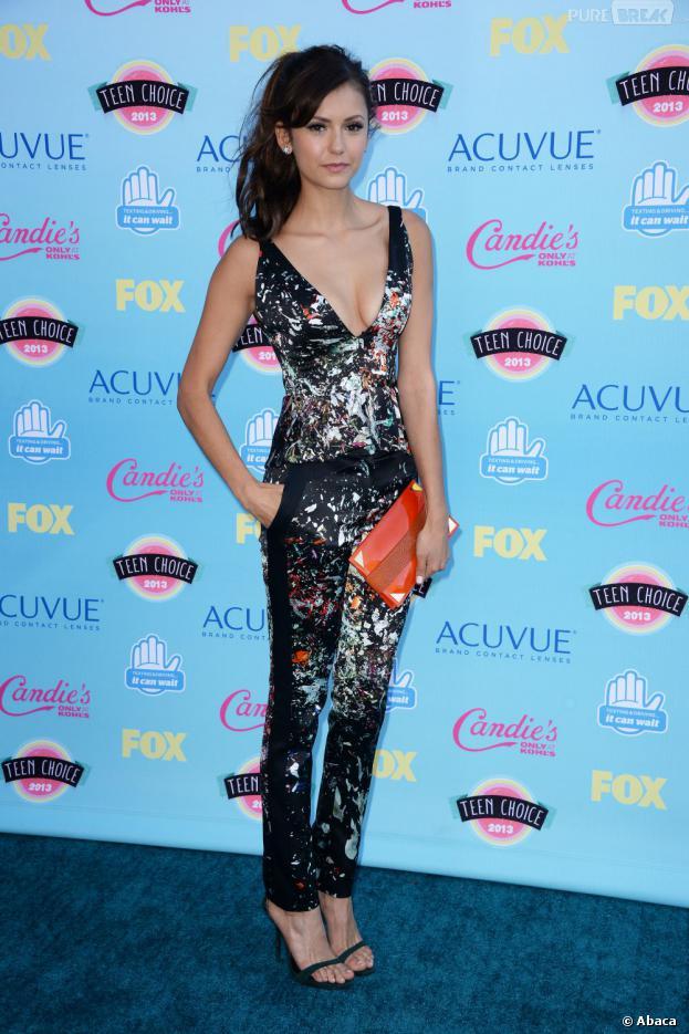 Nina Dobrev sur le tapis rouge des Teen Choice Awards 2013