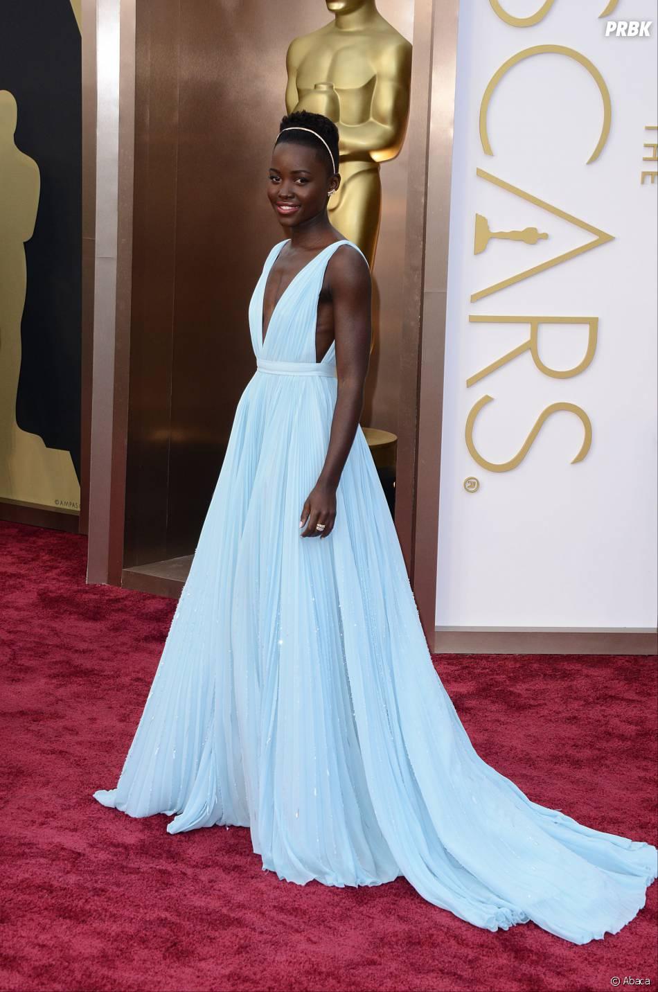 Lupita Nyong'O sur le tapis-rouge des Oscars le 2 mars 2014