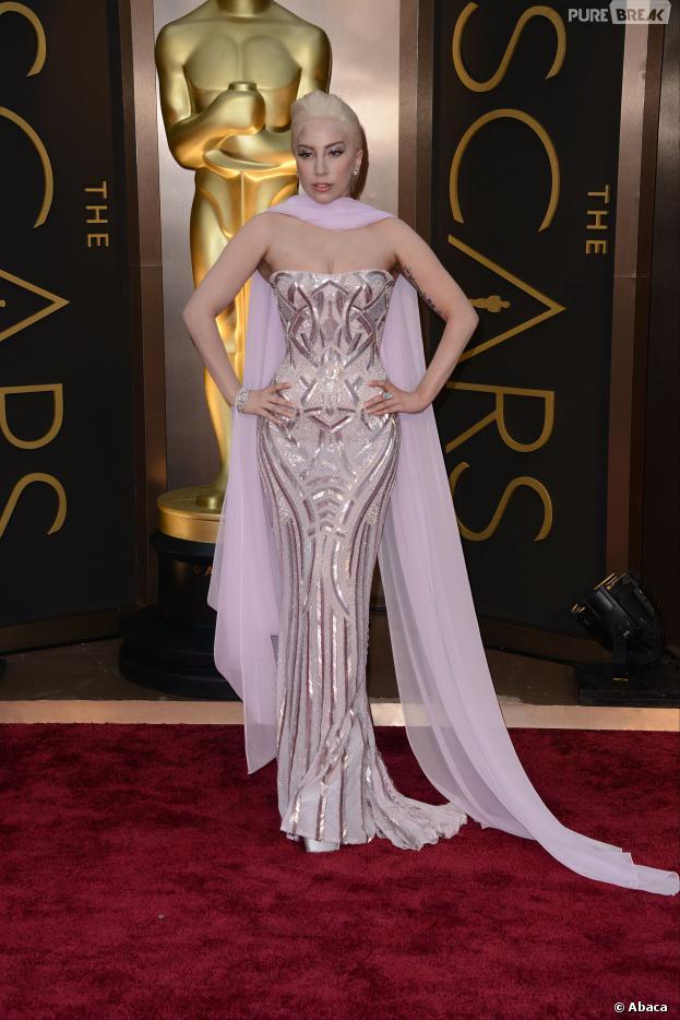 Lady Gaga sur le tapis-rouge des Oscars le 2 mars 2014