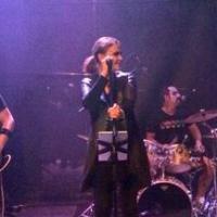 Sandrine Quétier rockeuse : méconnaissable sur scène avec son groupe The Jokers