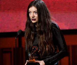 Lorde n'est pas fiancée et le confirme sur Twitter