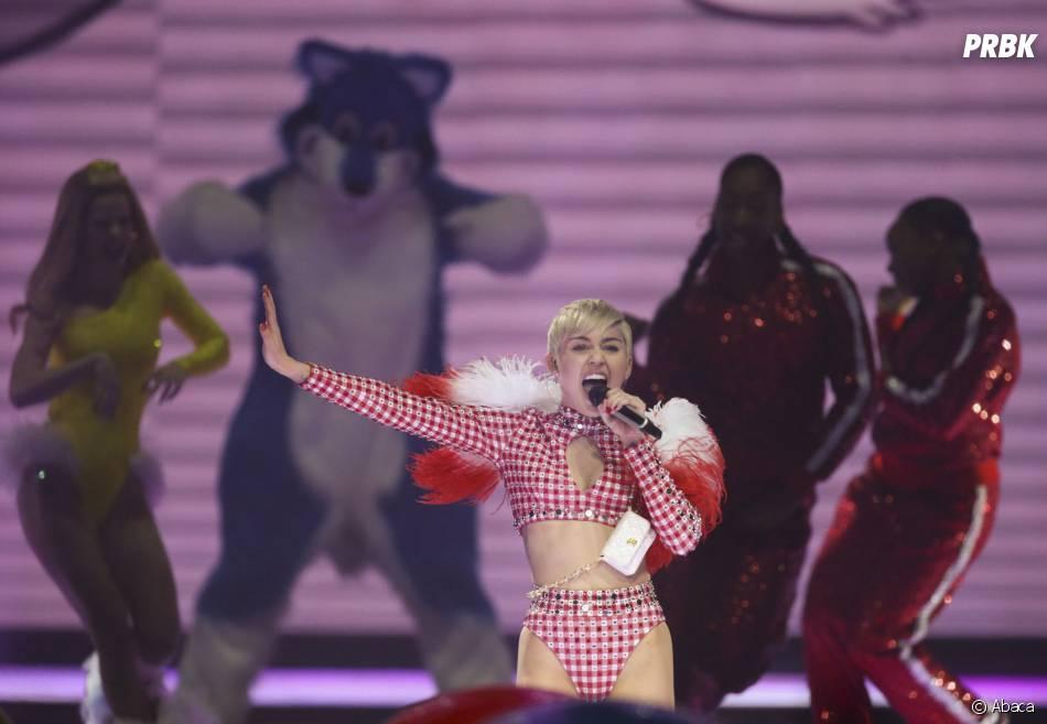 Miley Cyrus : déprimée par la mort de son chien Floyd