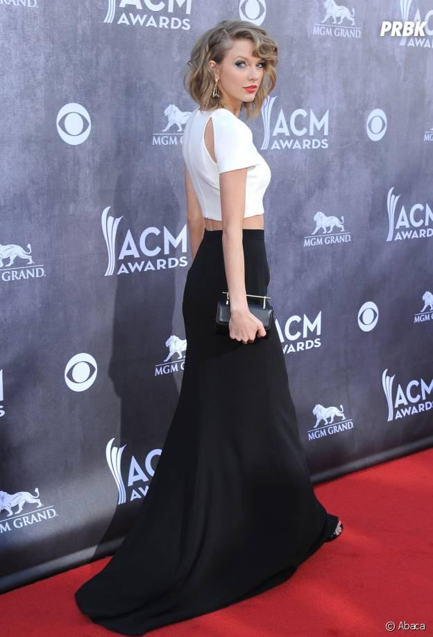 Taylor Swift en jupe longue fendue, aux Country Music Awards 2014, le 6 avril à Las Vegas