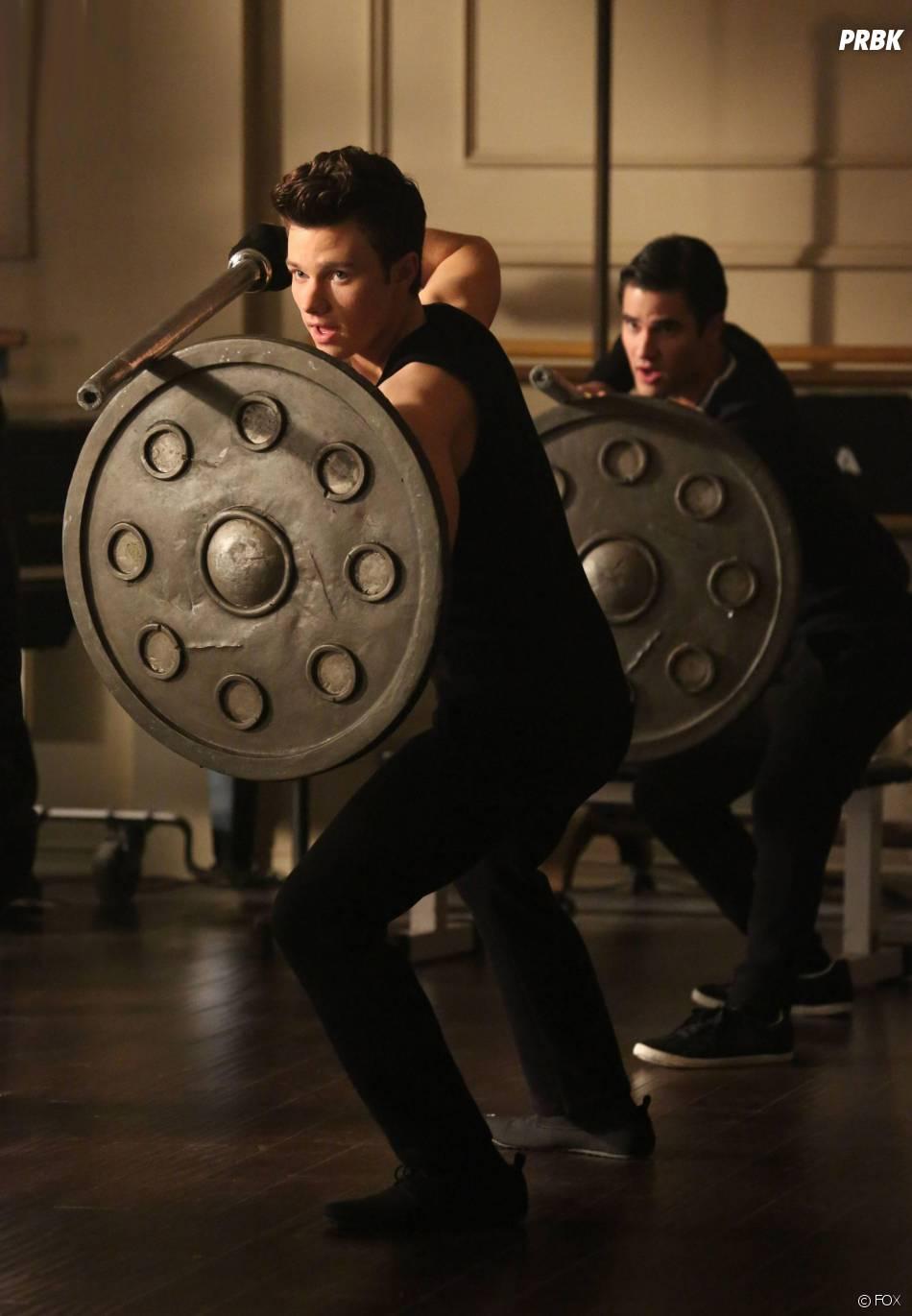 Glee saison 5, épisode 16 : Chris Colfer et Darren Criss sur une photo