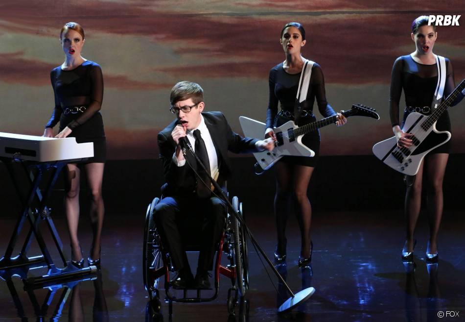 Glee saison 5, épisode 16 : Kevin McHale sur une photo