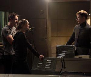 Revenge saison 3, épisode 21 : Aide, Emily et Nolan sur une photo