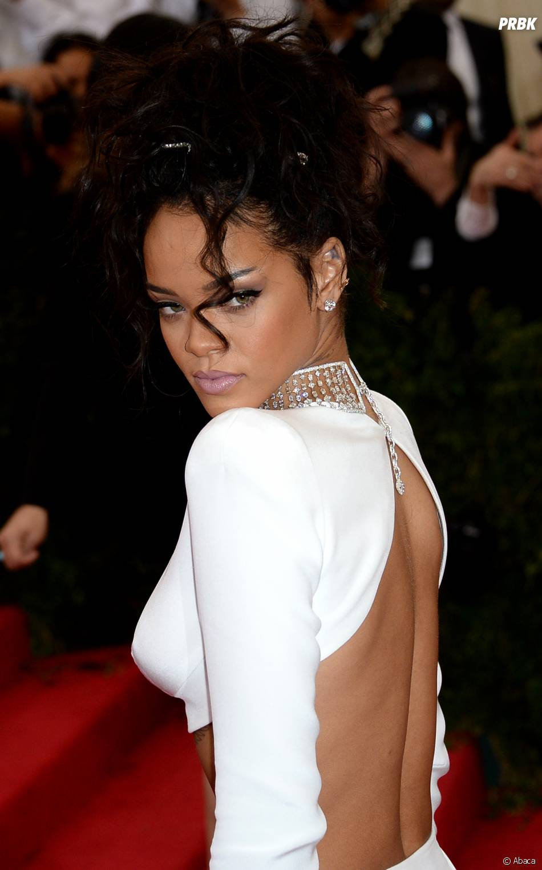 Rihanna sexy en dos nu au MET Gala à New York le 5 mai 2014