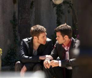 The Originals saison 1, épisode 22 : Joseph Morgan et Daniel Gillies sur une photo du final