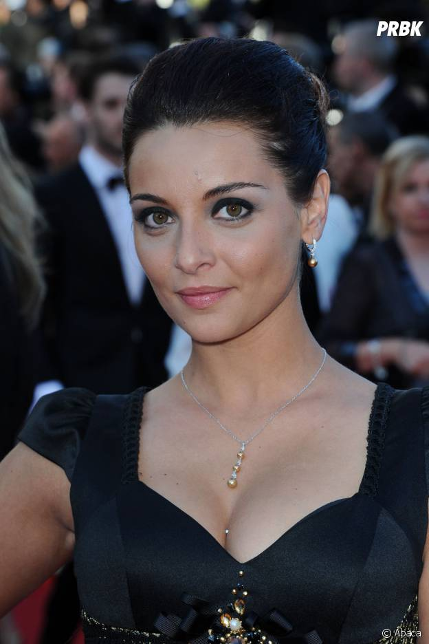 Priscilla Betti en robe noire sur le tapis rouge du Festival de Cannes, le 15 mai 2014