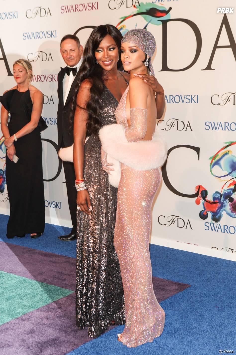 Rihanna avec Naomi Campbel lors des CFDA Awards, le 2 juin 2014