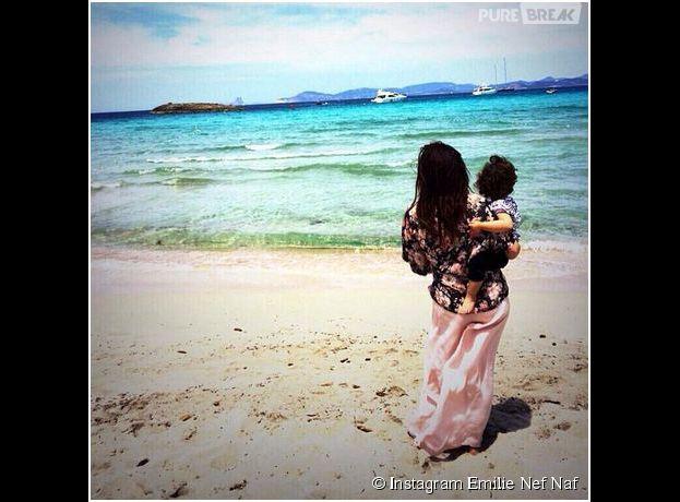 Emilie Nef Naf et sa fille Maëlla : photo de vacances postée sur Instagram, le 2 juin 2014