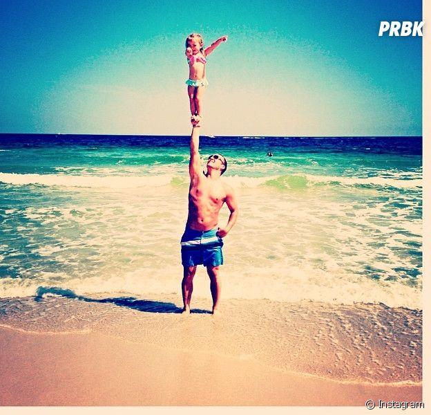 A 2 ans, Emerson est devenue une star d'Instagram grâce à ses acrobaties