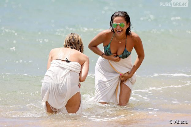 Ashley Benson et Shay Mitchell complices, le 30 juin 2014 à Hawaii