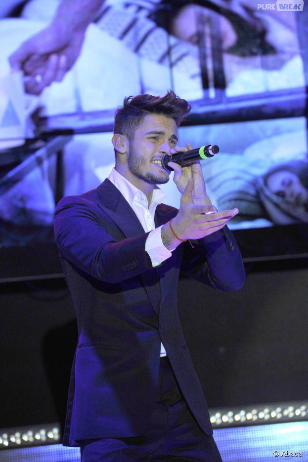Baptiste Giabiconi annule des dates de sa tournée promotionnelle à cause d'un coup de fatigue