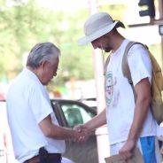 [VIDEO] Il fait la manche déguisé en SDF.. et récompense les passants généreux