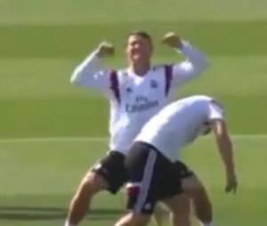 Cristino Ronaldo moqueur avec James Rodriguez pendant un entraînement du Real Madrid