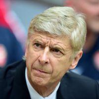 Arsène Wenger bouscule José Mourinho en plein match... et ne s'excuse pas