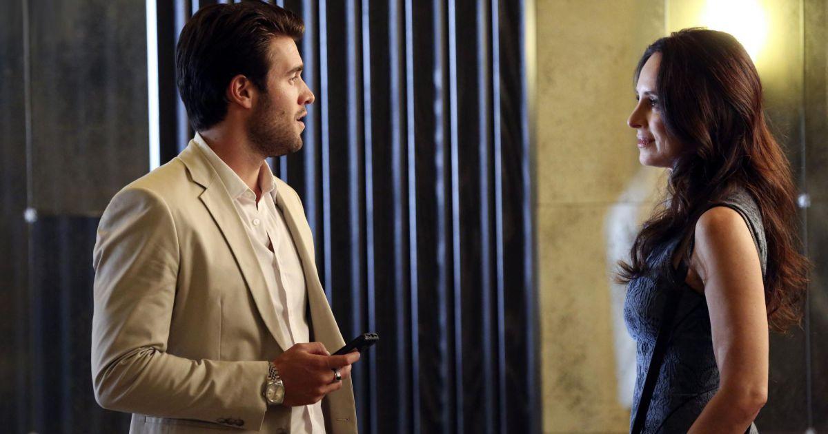 Revenge Saison Episode Daniel Opengraph Face Victoria Sur Une Photo