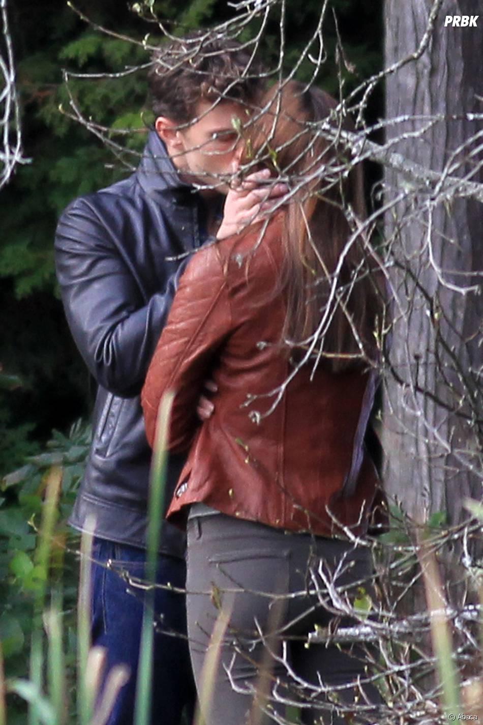 Fifty Shades of Grey : Jamie Dornan et Dakota Johnson s'embrassent sur le tournage le 24 octobre 2014 à Vancouver