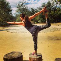 Lea Michele : séance de yoga sexy pour la star de Glee
