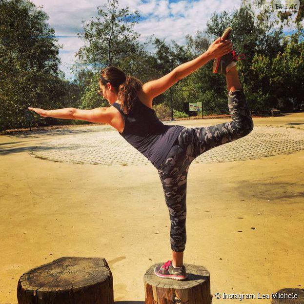 Lea Michele : séance de yoga sexy sur Instagram le 26 octobre 2014