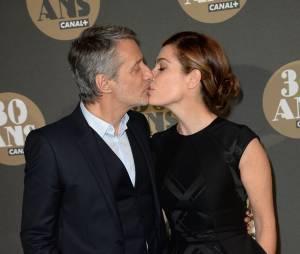 Antoine de Caunes et Daphné Roulier pour la soirée des 30 ans de Canal+ au Palais de Tokyo, le 4 novembre 2014