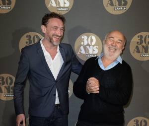 Jean-Paul Rouve et Gérard Jugnot pour la soirée des 30 ans de Canal+ au Palais de Tokyo, le 4 novembre 2014