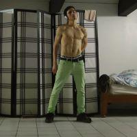 Impressionnant : danse désarticulée d'un amateur dans sa chambre
