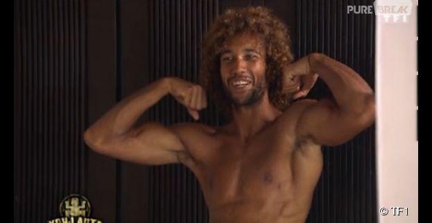 Koh Lanta 2014 : Laurent admire ses muscles