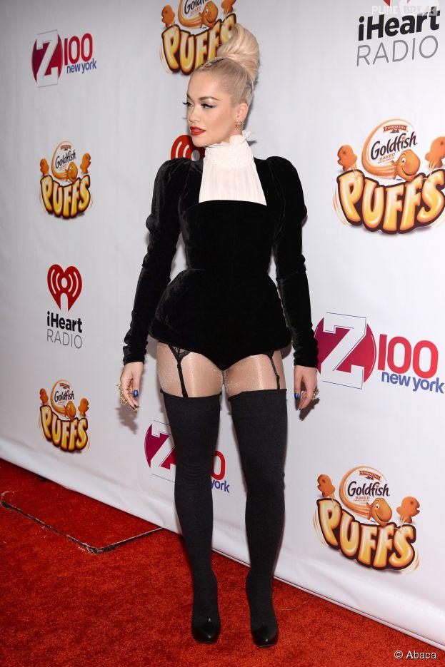 Rita ora en porte jarretelles sur le tapis rouge du jingle ball de z100 le 12 d cembre 2014 - Salopes en porte jarretelles ...