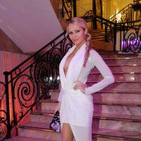 Tatiana Laurens sexy et ultra décolletée pour les Best Awards 2014