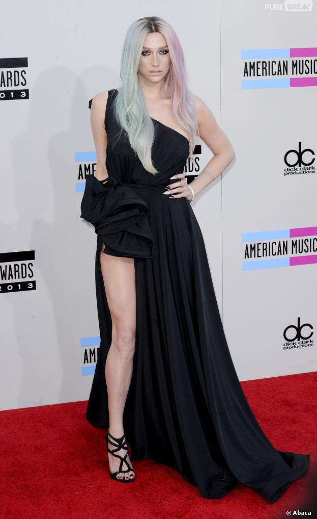Kesha sur le tapis rouge des American Music Awards 2013