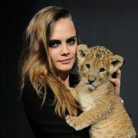 Cara Delevingne : câlins et grimaces avec un bébé lion trop mignon à Paris