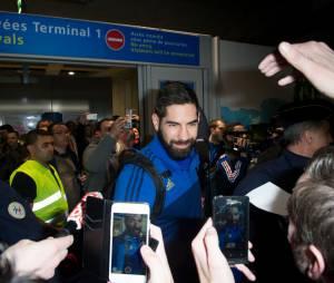 Nikola Karabatic à l'aéroport de Roissy de retour du Qatar après la victoire de l'équipe de France de handball au championnat du monde 2015, le 2 février 2015