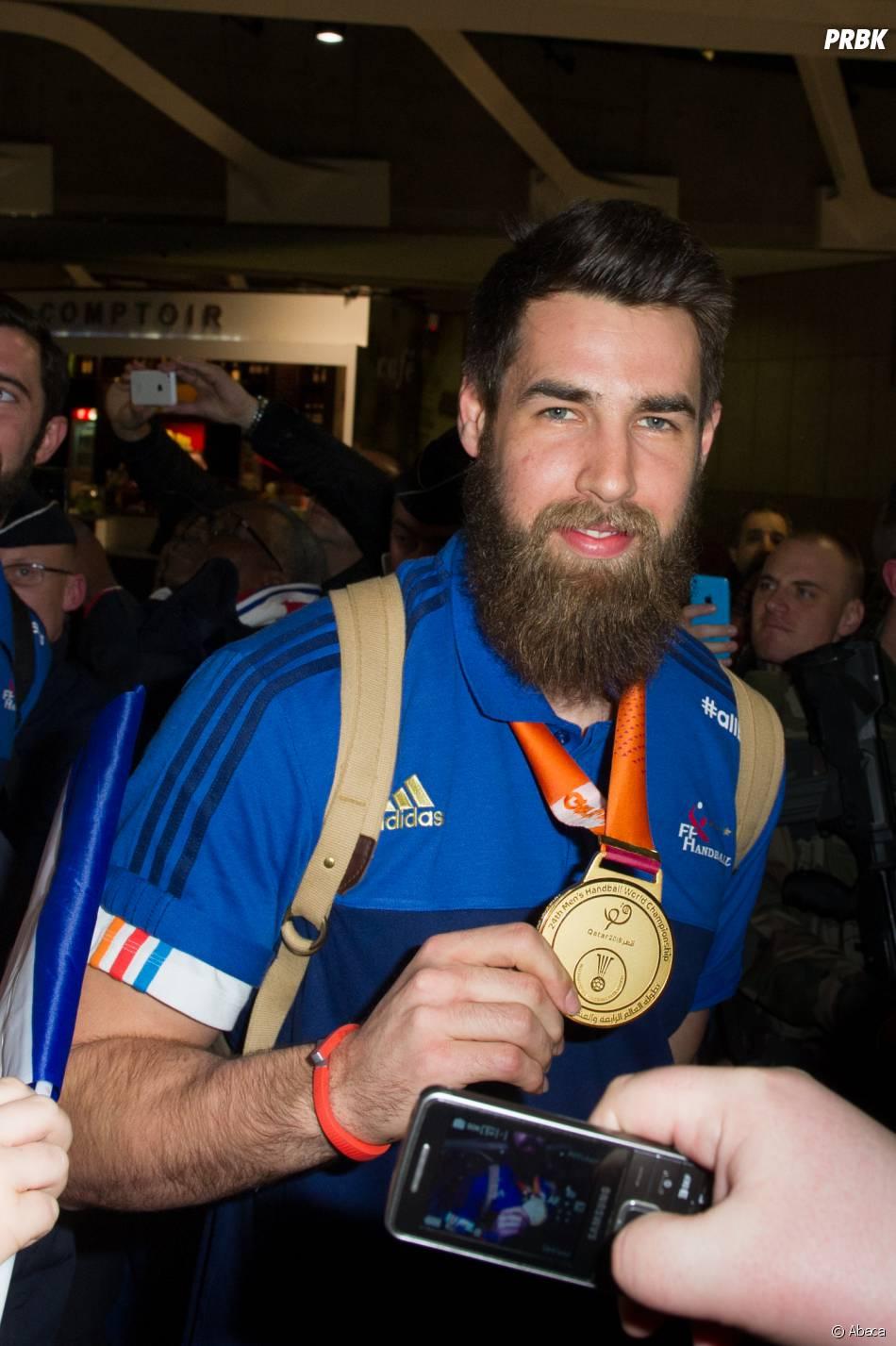 Luka Karabatic à l'aéroport de Roissy de retour du Qatar après la victoire de l'équipe de France de handball au championnat du monde 2015, le 2 février 2015