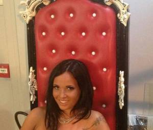 Kelly Helard topless pour Hot Vidéo