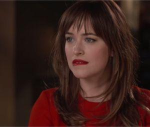 Dakota Johnson se moque d'elle-même et tacle sa mère dans ses publicités pour son passage dans SNL