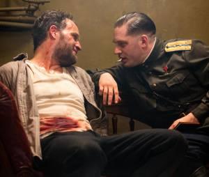Tom Hardy et Jason Clarke sur une photo du film Enfant 44