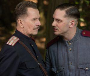 Gary Oldman et Tom Hardy sur une photo du film Enfant 44