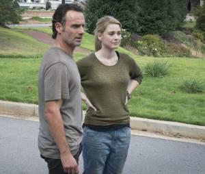 The Walking Dead saison 5 : Rick et Jessie sur une photo de l'épisode 12