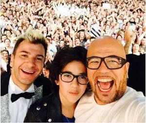 Michaël Youn et Pascal Obispo en mode selfie pendant la tournée des Enfoirés 2015