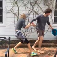Taylor Swift : chasse aux oeufs et délires avec son frère, elle retombe en enfance