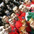 Les joueurs du PSG en mode selfie avec le trophée de la Coupe de la Ligue, le 11 avril 2015