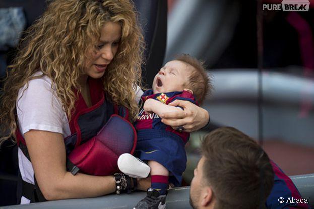Shakira, Gerard Piqué et leur fils Sasha après un match du FC Barcelone, le 18 avril 2015 au Camp Nou