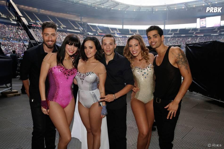 Alizée, Grégoire Lyonnet et d'autres membres de la troupe DALS au concert Stars 80, au Stade de France, le 9 mai 2015