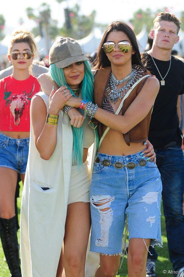 """Kendall Jenner : pas fan des lèvres """"trop grosses"""" de sa soeur Kylie Jenner"""