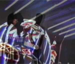 Sneazzy ft Nekfeu - On s'en tape, le clip officiel extrait de l'album Super