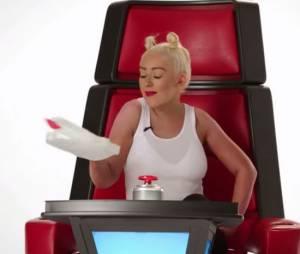 Christina Aguilera en Miley Cyrus dans une vidéo promo de la saison 8 de The Voice US