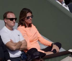 Amélie Mauresmo enceinte dans les tribunes de Roland Garros, le 28 mai 2015