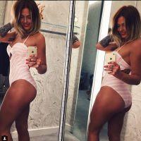 Caroline Receveur sexy et drôle : clin d'oeil à Kim Kardashian et son selfie de fesses